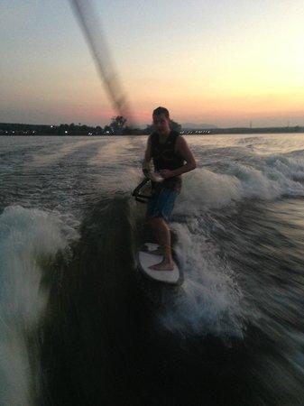 Wakeboarding Thailand Camp: wakesurfing