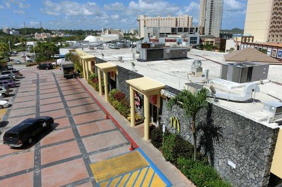 Guam Plaza Hotel: 24時間営業のマクドナルドは便利