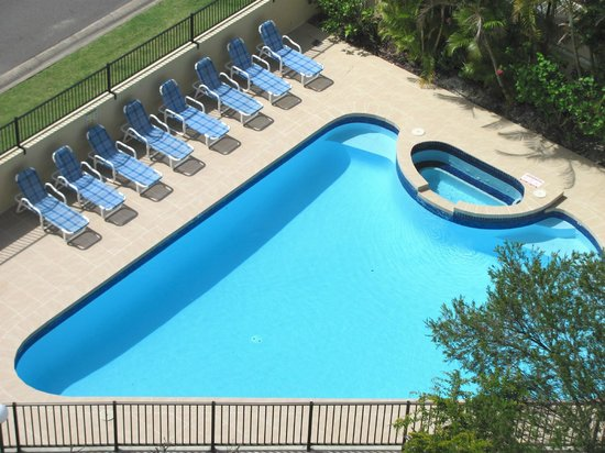 Spectrum Holiday Apartments: Outdoor pool area