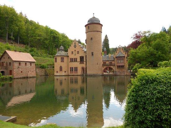 Schloss Mespelbrunn: View over the pond...