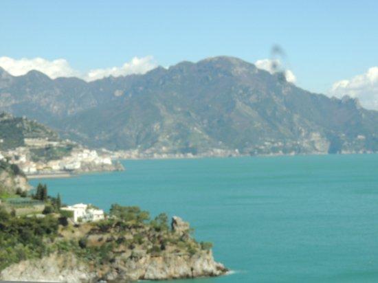 Amalfi-drive Limousine Service Tours: The scenic beauty of Amalfi
