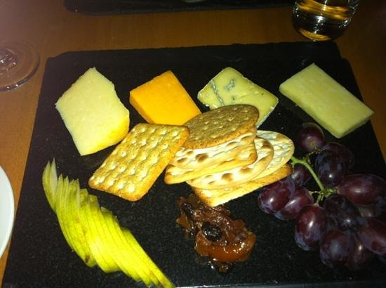 Tweedies Bar: cheese board