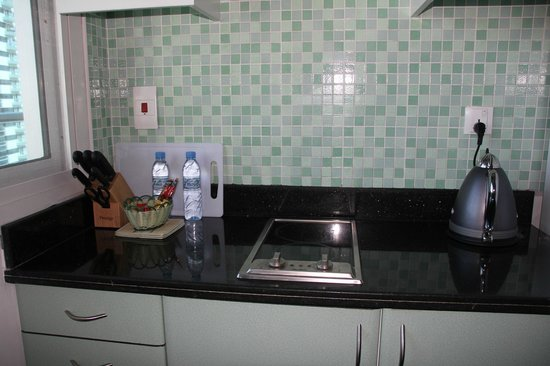 Gulf Oasis Hotel Apartments : kitchen