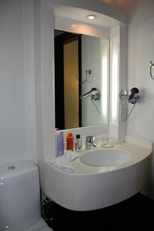 Gulf Oasis Hotel Apartments : main bathroom