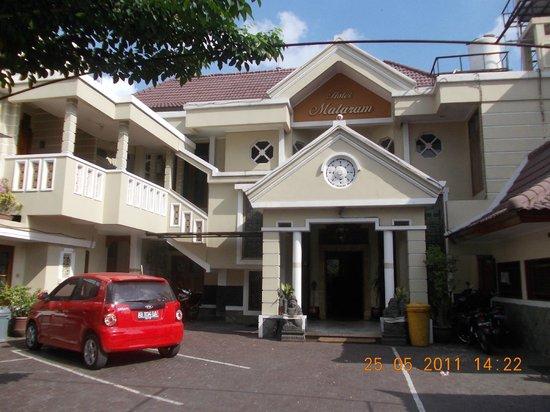 Mataram Hotel: Tampak depan