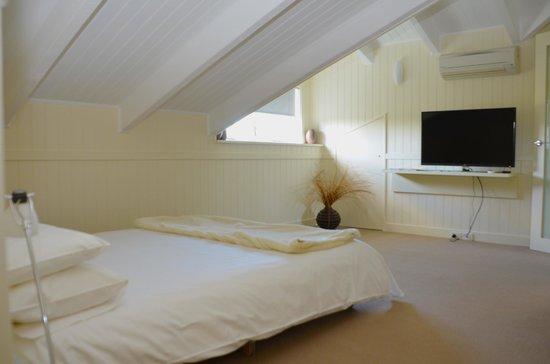 Rhyll Haven Cottage: Loft bedroom