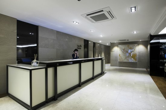 The Grand Hotel Myeongdong: Front Desk