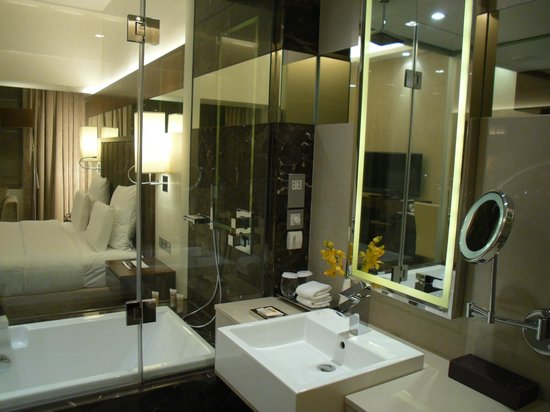 Sheraton Dubai Mall of the Emirates Hotel: Nice and clean bathroom