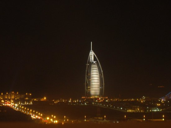 Sheraton Dubai Mall of the Emirates Hotel: Rooftop night view :)