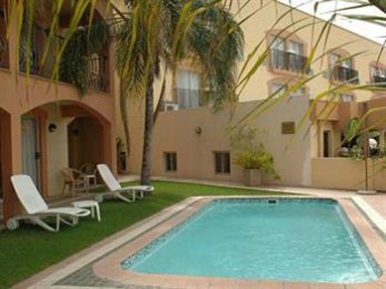 Protea Hotel by Marriott Windhoek Furstenhof: Pool is a bit small but welcome