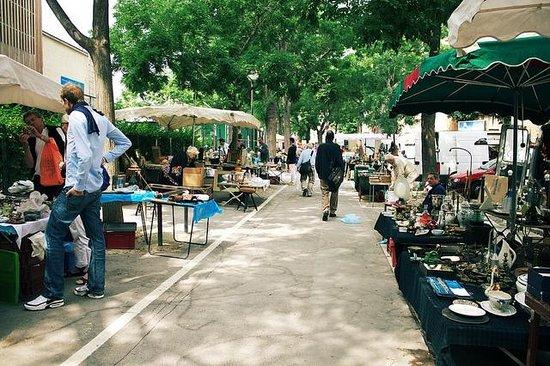 Marché aux Puces de la Porte de Vanves : のんびりしたヴァンヴ蚤の市