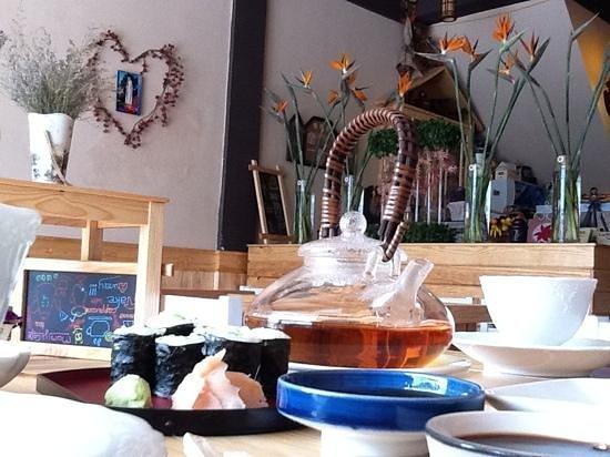 Momiji: еду принесли быстро, может потому что было занято только два столика.