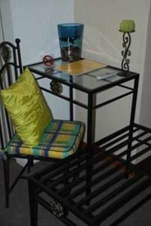 Aandbloem Guest House: Dressing table