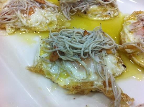 El Bolon Verde Restaurante: angulas con huevo