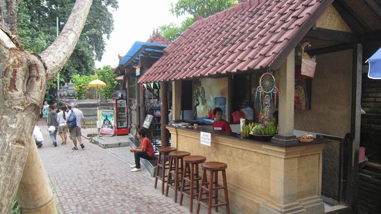 Warung Sunrise: Bar area