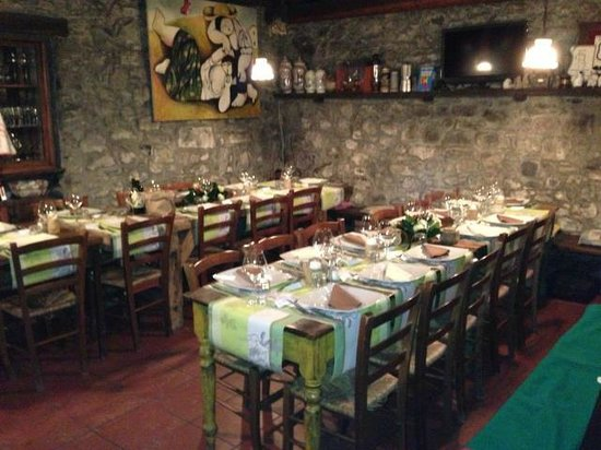 Agriturismo Al-Marnich: Rustic Dining