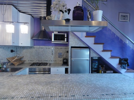 The Black Sheep Bed and Breakfast: Kitchen