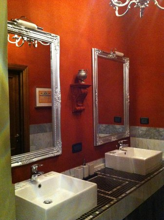 The Black Sheep Bed and Breakfast: Ensuite bathroom