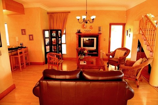 Casa Mia lounge - Picture of Casa Mia Guesthouse, Bloubergstrand ...