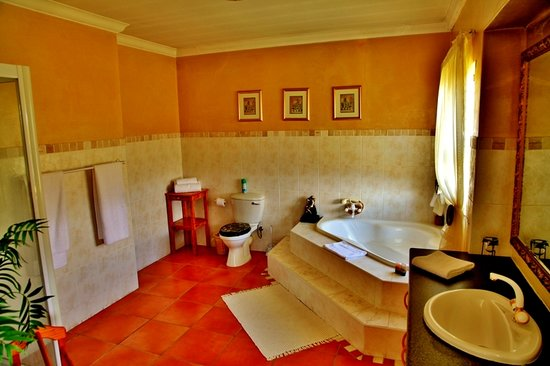 Casa Mia Guesthouse: Presidential Suite bathroom