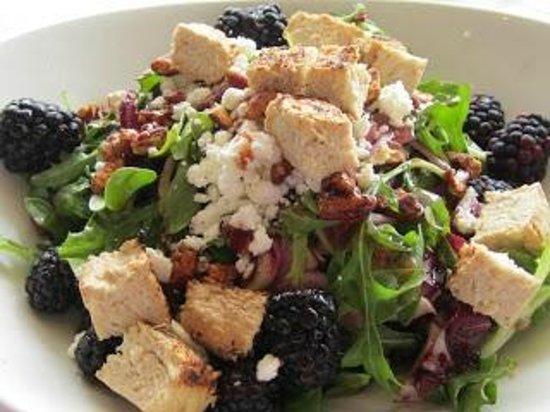 """LYFE Kitchen, Culver City: Farmer's salad with Gardein """"chicken"""""""
