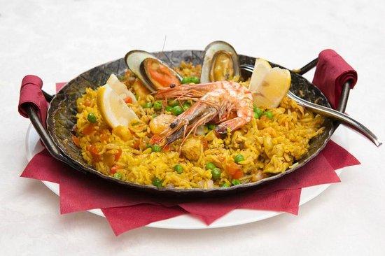 """Cerca Del Castillo : Specialty dish """"Andalusian seafood paella """""""