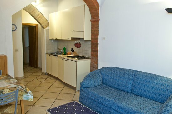 Casa vacanze Il Campo: living room with equipped kitchen corner