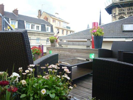 Hotel De L'Europe : Une terrasse fleurie