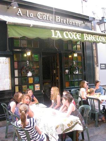 A la Cote Bretonne : Outside in the alley