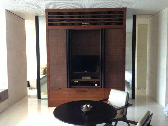 Alila Villas Uluwatu: TV (with fridge on left, and espresso machine, kelly & safety dep box on right)