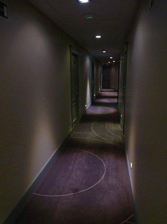 โรงแรมเมอร์เคียว มาดริด ซานโต โดมิงโก: couloir hôtel