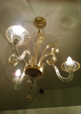 Corner House B&B: The double room is made more romantic by this Murano chandelier
