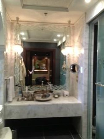 Jumeirah Zabeel Saray: Lovely bathroom