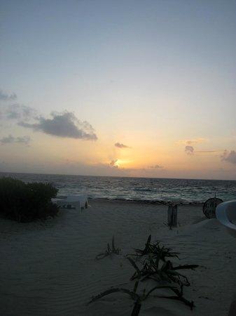 Acamaya Reef : morning at the beach