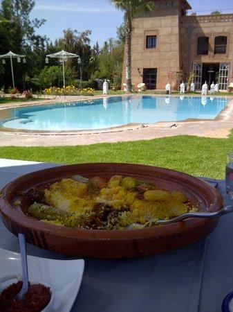 Villa Catherine : Couscous à déguster au bord de la piscine