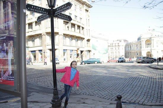 Rue Deribasovskaya : Такие столбы очень помогают гостям города не потеряться....