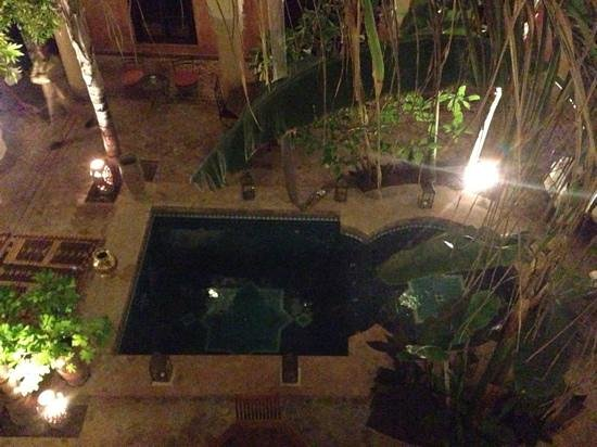 Riad Nabila: evening view of the water feature. very pretty to see on entering the Riad.