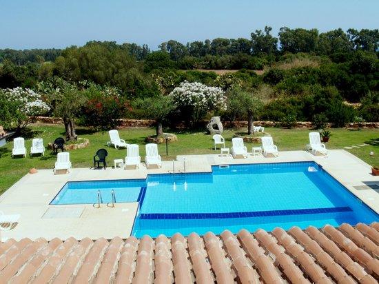 Camera tripla vista piscina picture of hotel bajazzurra for Piscina wspace bari