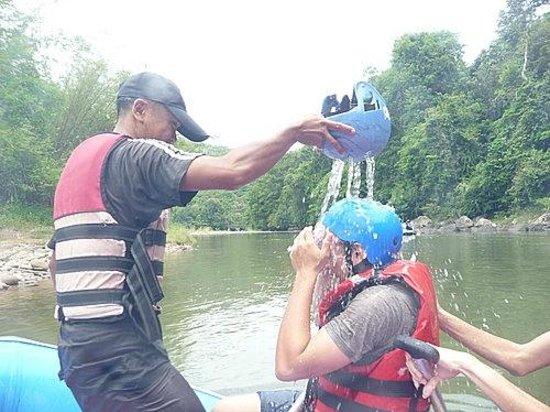 Kiulu River : Funny coach