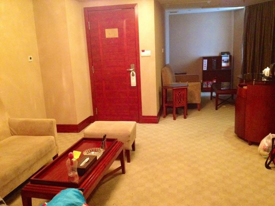 Nanwei Business Hotel: View of living room space