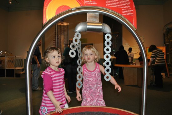 Ann Arbor Hands-On Museum : Magnets