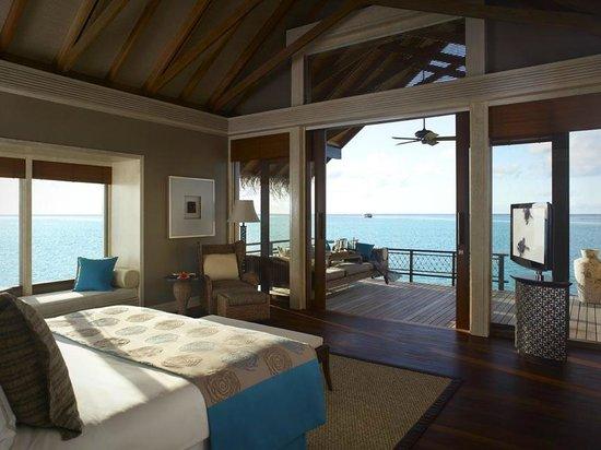 Shangri-La's Villingili Resort and Spa Maldives: Water villa interior