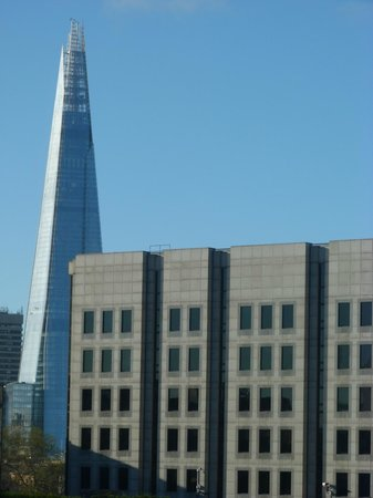 Premier Inn London City (Tower Hill) Hotel: View from our room.