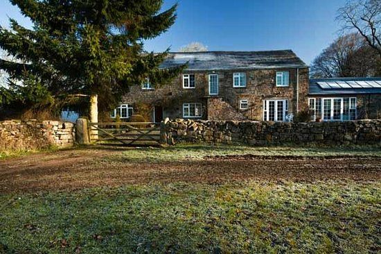 Holmhead Guest House: Approach to Holmhead from Greenhead