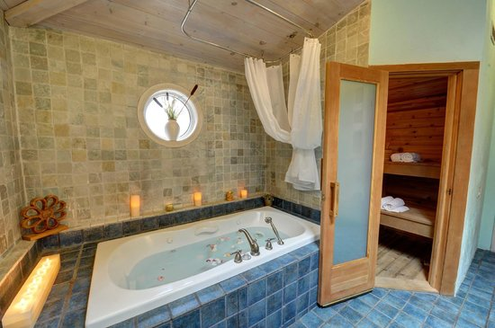 Woodstock Holistic B&B: Mandala Suite: Spa Inspired Bathroom