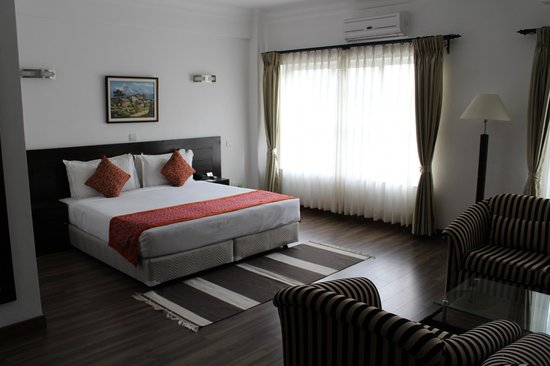 Waterfront Resort Hotel: suite