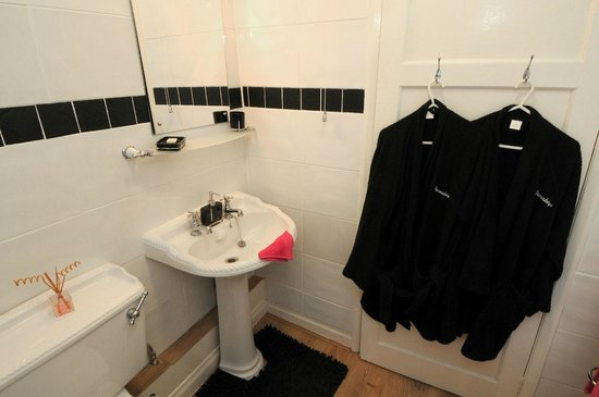 Crosskeys Riverside House: bathroom room 3