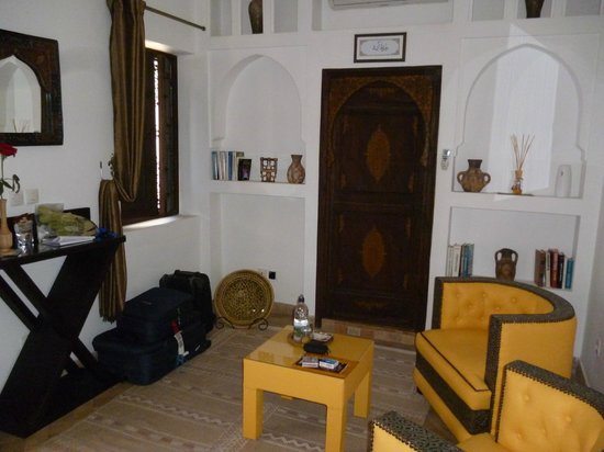 Riad Charme d'Orient: Looking towards the door to the bathroom