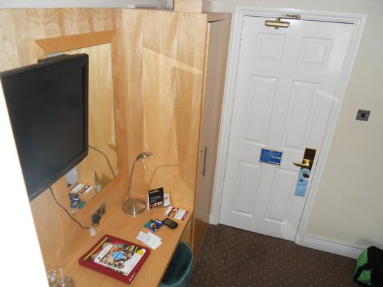 Best Western Moore Place Hotel: View to unit and door.