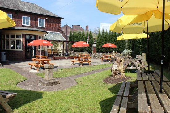 The Red Lion: The Beer Garden - A slightly too well kept secret?